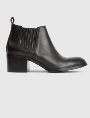 LOW SOFT GRAIN BOOTS